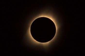 Praia de Casa Caiada terá ponto de observação de eclipse lunar nesta sexta.