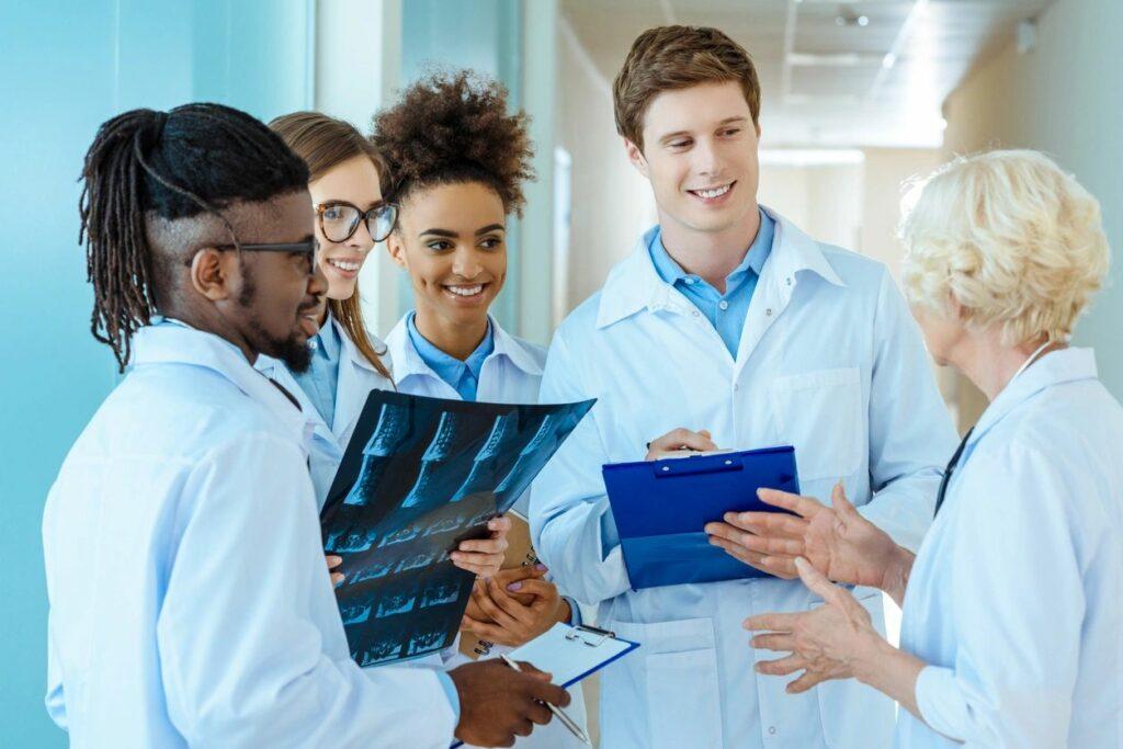 Itapissuma abre seleção para médicos.