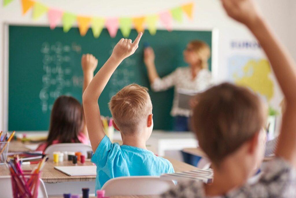 Prefeitura de Petrolina faz seleção simplificada com 446 de professores.