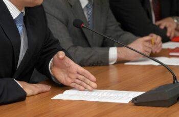 Câmara de Salgueiro publico aviso de edital de concurso público com 18 vagas.